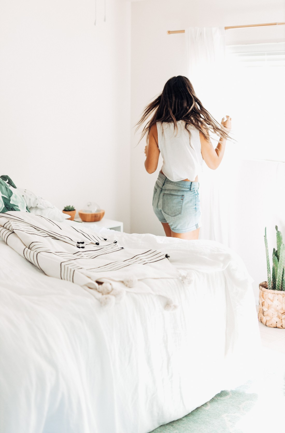 Serena & Lily Black + White Throw | White Master Bedroom Inspiration | Parachute Home Linen Bedding | Home Inspiration | Home Renovation via @elanaloo + elanaloo.com