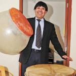 Randolf Berrios aporta al folklore con 2 instrumentos