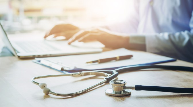 What are the advantages of cloud-based EHRs for independent practices?