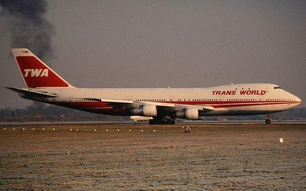 747-100 de la TWA en Gatwick en 1992 (Dean Morley CC)
