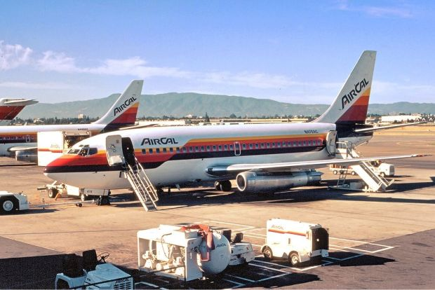 Mítico 737-200 vestido de AirCal (Richard Silagi CC)