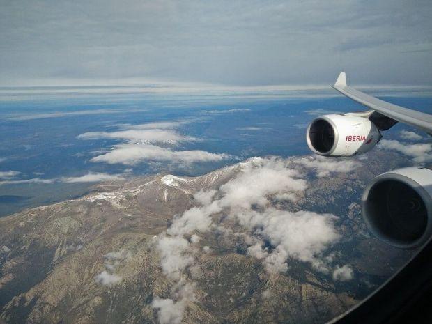 Las vistas del A340-600 con esos dos pedazo de motores es un espectáculo... y con la sierra al fondo, un marco incomparable