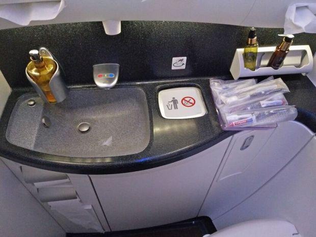 Qatar 787 baños 2 business