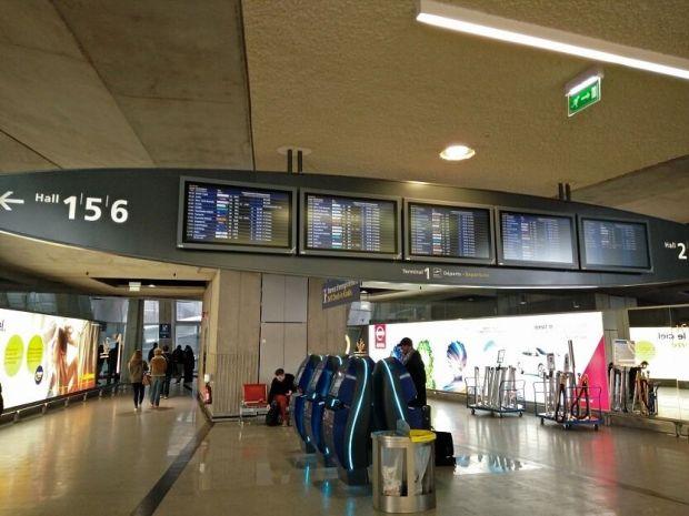 Llegando a la Terminal 1 de CDG. Es la terminal vieja, pero es una gozada.