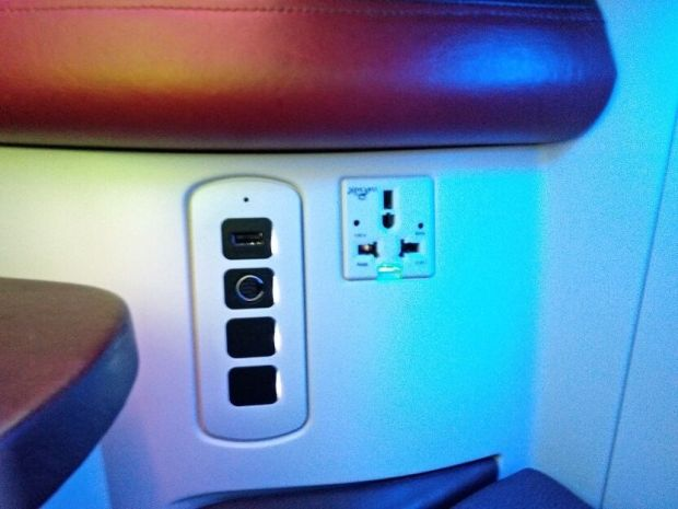 A380 Qatar Business Seat connectivity