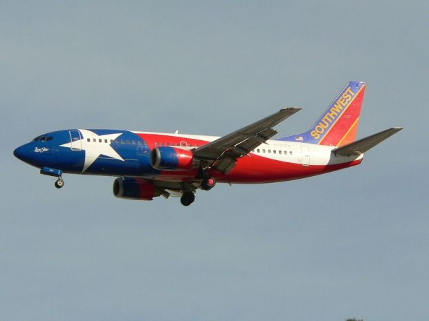 Un precioso 733 de Southwest con la banera de Texas en la lomera (planephotoman Flickr)