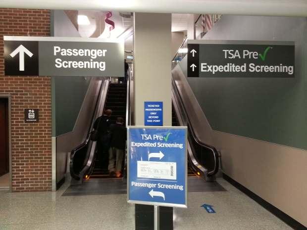 Diferentes filtros de seguridad: el normal y el TSA-PreChek (loungebuddy.com)