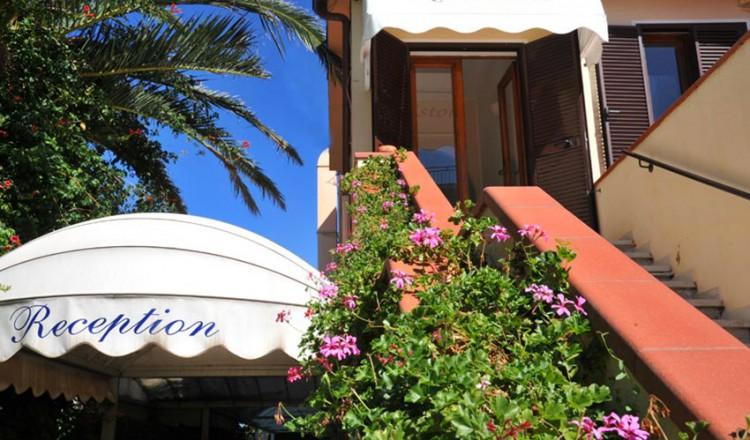 Hotel Franks Isola dElba  Capoliveri  Spiaggia di Naregno