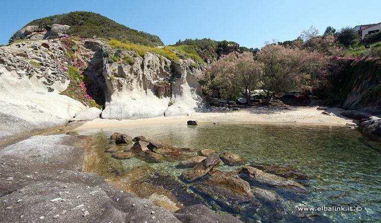 Spiaggia del Cotoncello a SantAndrea perla dellIsola dElba