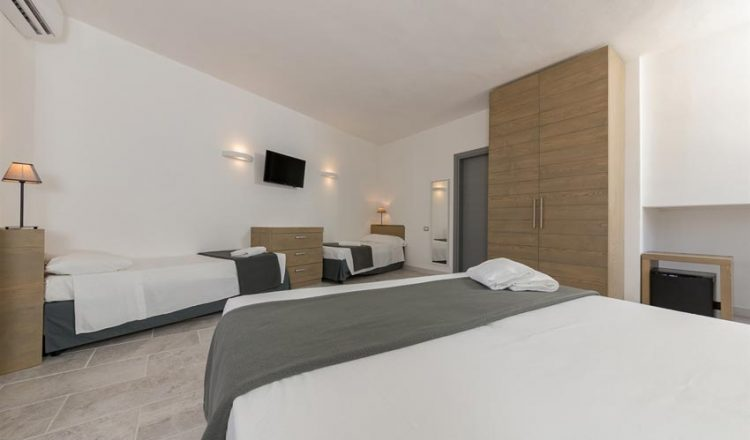 Hotel Delfino allIsola dElba  Hotel 3 stelle a Procchio  Elbalink