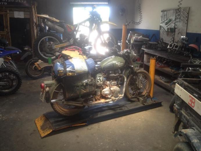 Consertando a moto em Paragominas/PA