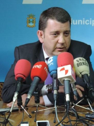 López Riesco afirmó estar a disposición del partido de ahora en adelante