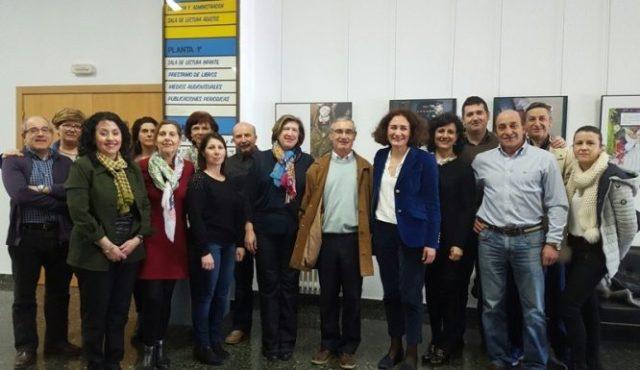 La alcaldesa de Ponferrada, Gloria Fernández Merayo, y la concejala de Cultura, María Antonia Gancedo, asistieron este miércoles a la despedida del archivero-bibliotecario municipal, Justo Magaz