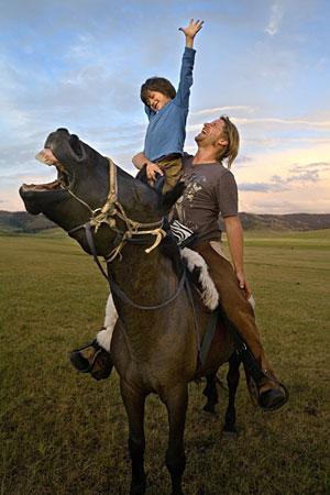 el nino de los caballos3 - EL NIÑO DE LOS CABALLOS: el viaje de unos padres a Mongolia, entre caballos y chamanes, para sanar a su hijo autista