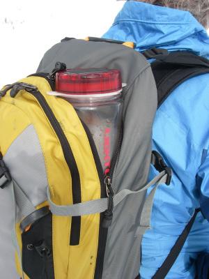 lightcap-300-linterna-solar-y-botella-de-agua-transporte