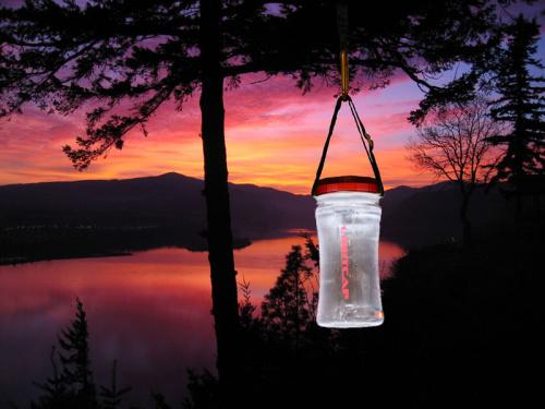 lightcap 300 linterna solar y botella de agua - Botella de agua y linterna solar 2 en 1