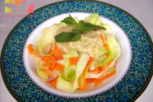 pasta-calabacin-y zanahoria con pesto avellanas y menta
