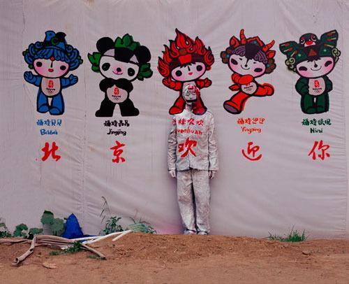 liu bolin 166 - Fotografiando al hombre invisible: el arte de Liu Bolin