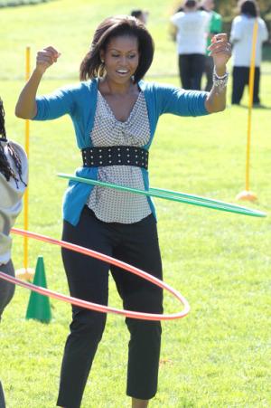 michelle obama hula hoop - Michelle Obama da 172 vueltas con el hula hop ¿Cuántas haces tu?