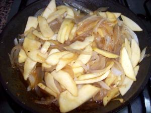 raviolis de manzana y cebolla caramelizada