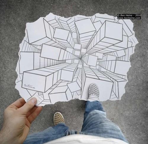 mundo a los pies 500x487 - Ben Heine o la feliz unión entre fotografía y dibujo