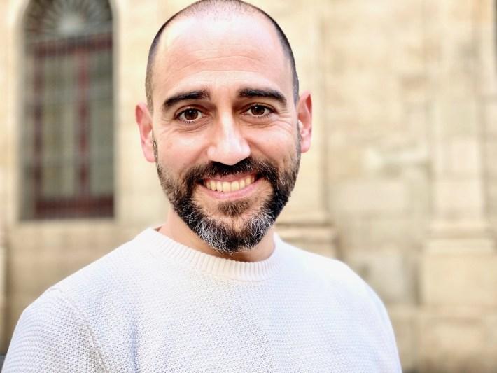 Armando Bastida - PADRES Y CRIANZA: entrevistamos a Armando Bastida, padre, enfermero de pediatría y bloguero