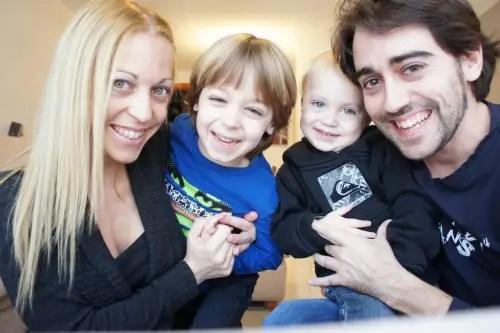 armando y familiab - PADRES Y CRIANZA: entrevistamos a Armando Bastida, padre, enfermero de pediatría y bloguero