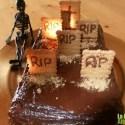 bizcocho cementerio - Bizcocho-cementerio de chocolate y galletas para Halloween