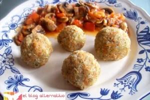 bolitasquinoa - Bolitas de quinoa con champiñones en salsa