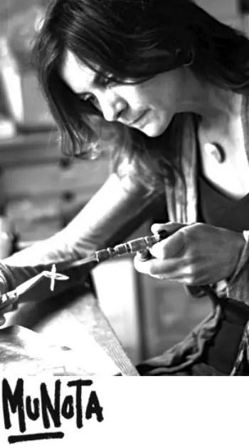 """munota - """"Casi por prescripción médica, decidí romper con todo y cambiar de vida"""". Entrevista a Munota, diseñadora de joyas personalizadas"""