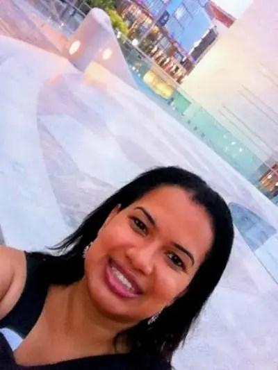 """yoanella - """"ME QUIERO IR ¿por dónde empiezo?. Guía para emigrar de España"""". Entrevista a Yoanella Blanco, emprendedora"""