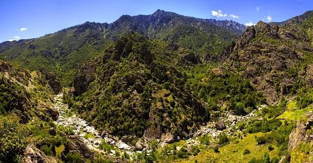 montaña - Aprovecha el verano para disfrutar de la naturaleza y gana en salud