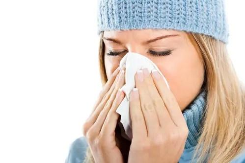 resfriado mujer - Combatir los resfriados de forma natural