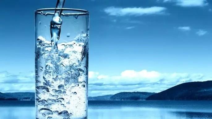 """¿Es el agua alcalina saludable para usted"""" ¿Y es realmente alcalina"""""""