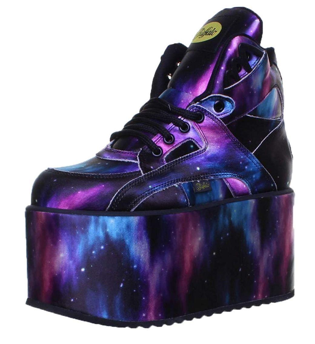 Sneaker Buffalo en colores morado, negro, rosa, celeste y blanco