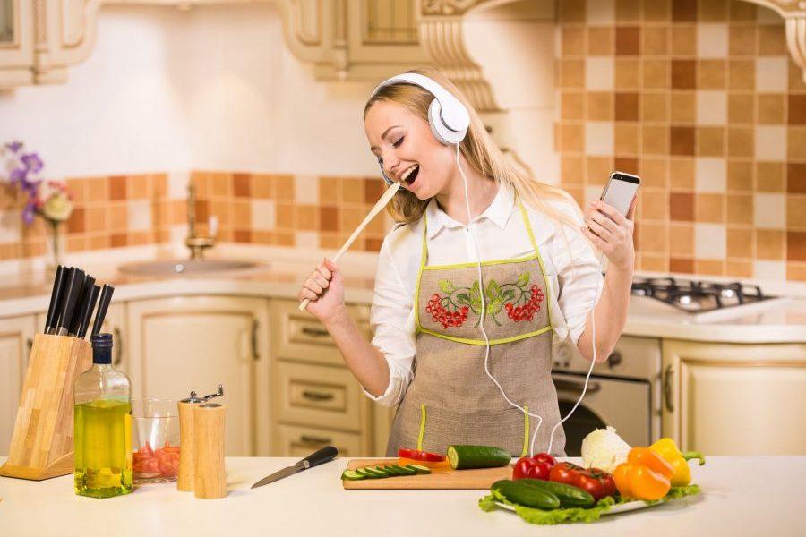 Mujeres que cocinan en su primera vez