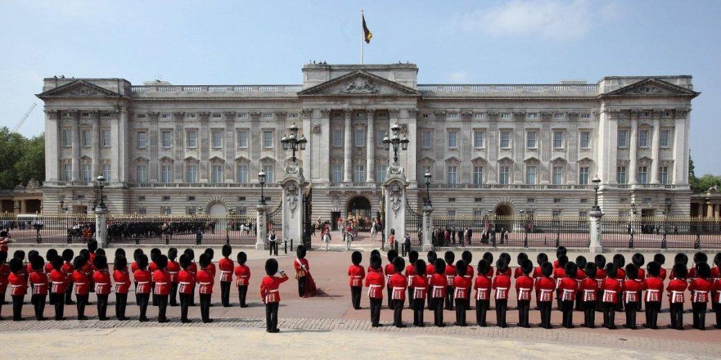 Palacio de Buckingham y la Real Guardia en Londres