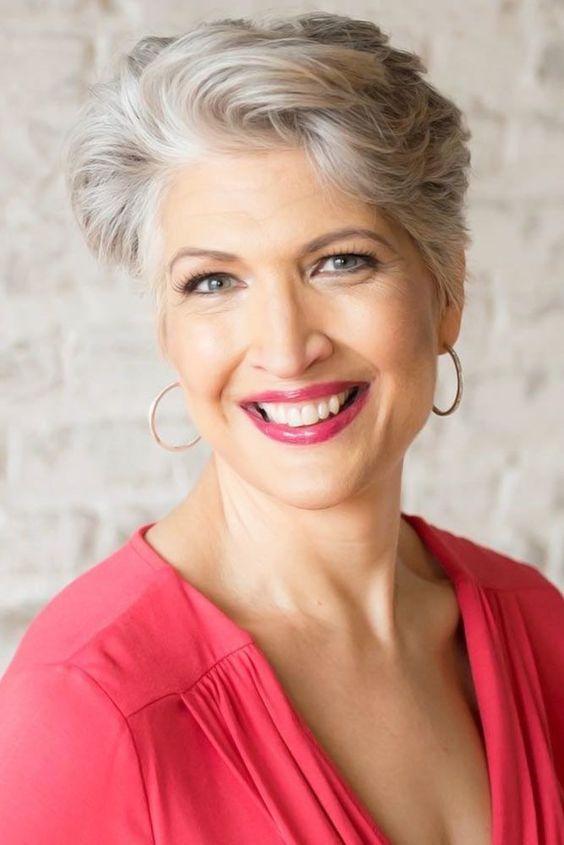 La mujer que sabe envejecer, ríe, tiene ilusiones