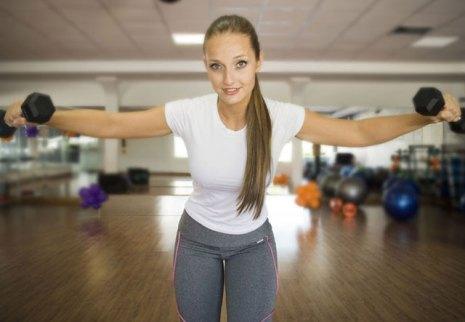 Chica haciendo fitness