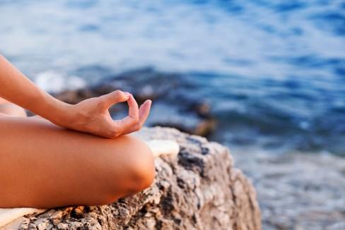 Meditando frente al mar