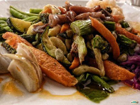 plato de comida vegana braseada