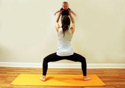 Yoga mamás y bebés: sentadillas con el bebé