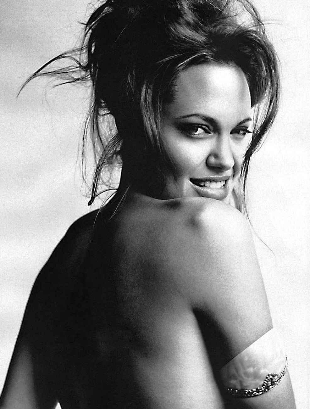 Mario-Testino-Angelina-Jolie-1.jpg (986×1300)
