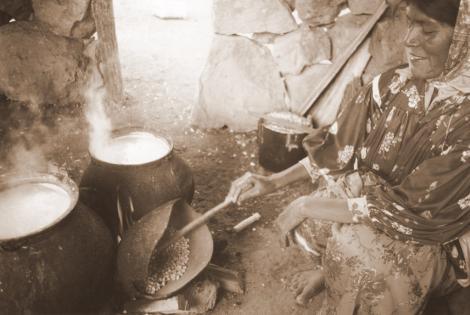 https://i0.wp.com/www.elboomeran.com/upload/fotos/blogs_entradas/cocinando_una_mujer_tarahumara_med.jpg