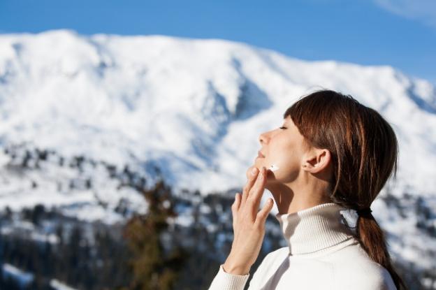 En la nieve, no solo hay que usar protector solar, sino también protector labial.
