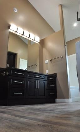 E & L Building Contractors bathroom