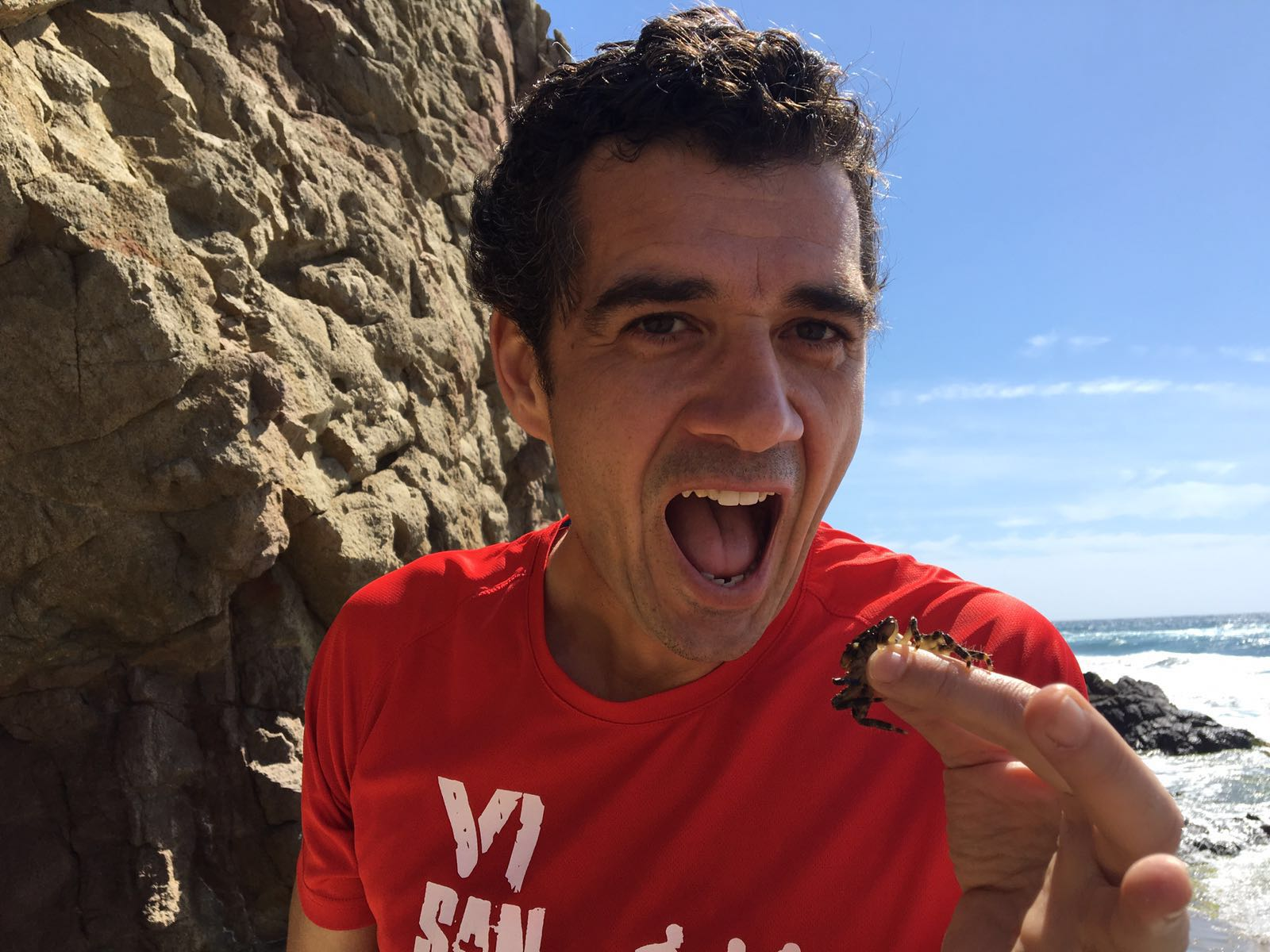 Comiendo un cangrejo vivo en Monsul