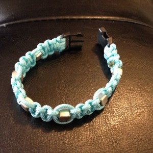 Fine paracord bracelet with silver-coloured beads