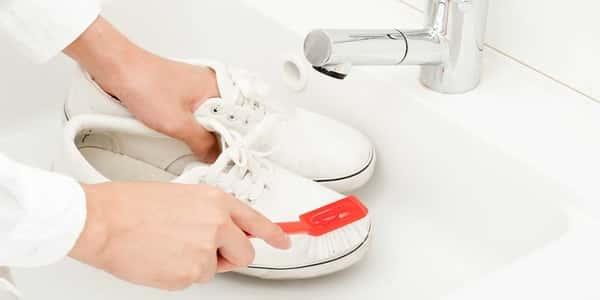 موضة وازياء … طريقة تنظيف الحذاء الأبيض .. الشبكة نت