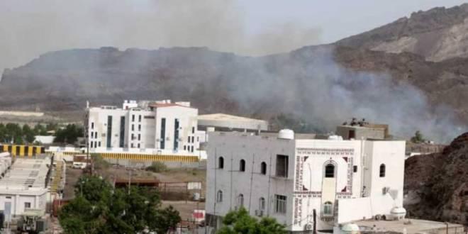 """""""انقلاب عدن"""".. إعلان سقوط لواء حماية رئاسية وطيران التحالف يحلق"""